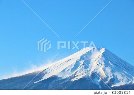 雪化粧をした霊峰富士 33005814