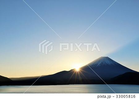 富士山と新年の光 33005816