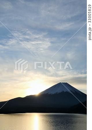 富士山と朝の光 33005819