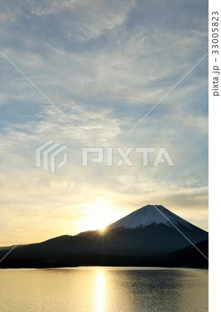 冬の朝 富士山と日の出 33005823