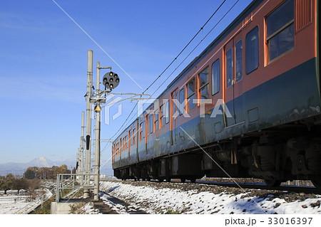 2016年11月末の雪と両毛線115系電車 33016397