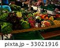 スイス朝市での野菜販売 33021916