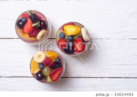 Cheesecake with fruit and berriesの写真素材 [33024493] - PIXTA