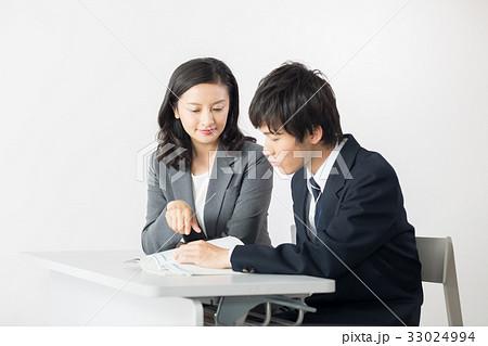 女性教師と生徒 33024994