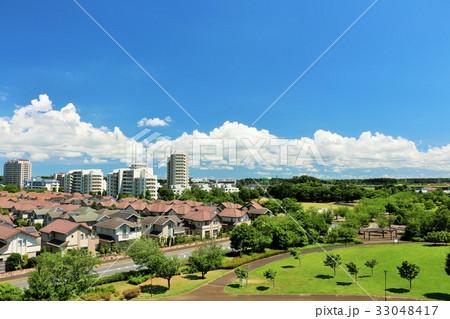 夏の青空と街の風景 33048417