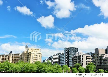 夏の青空とマンションの風景 33048418