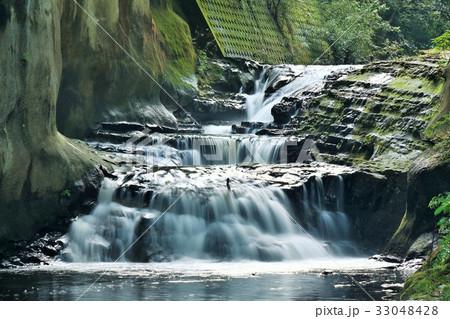 千葉県 濃溝の滝 亀岩の洞窟 33048428