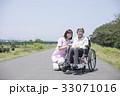 車椅子 シニア 散歩の写真 33071016