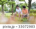人物 男性 ベンチの写真 33072983
