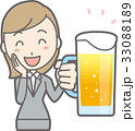 スーツを着た若い女性がビールを持って笑っているイラスト 33088189