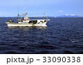 2月 羅臼港沖の漁船 -冬の北海道- 33090338