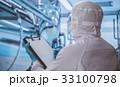 工場で働く 33100798