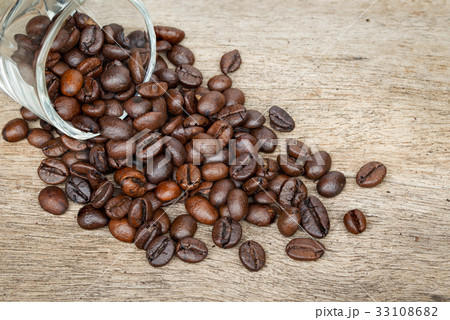 Coffee bean on the wooden floor 33108682