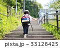 階段を登る子供 33126425