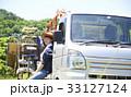 田植え 休憩 水分補給をする女性 33127124