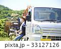 水分補給 農作業 トラックの写真 33127126