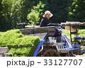田植え機を運転する男性 33127707