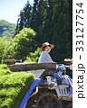 田植え機を運転する女性 33127754