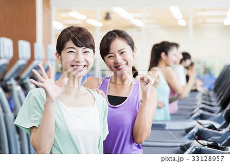 フィットネス スポーツジム 女性 エクササイズ フィットネスクラブ 33128957