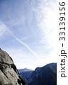 ヨセミテの岩山と飛行機雲 33139156