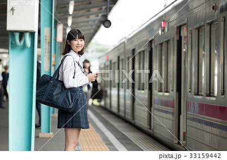電車通学女子中学生画像 イメージカタログ: 優雅 中学生 電車 通学