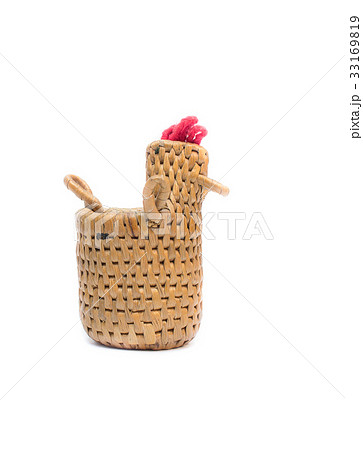 bamboo basket knit a chicken on white backgroundの写真素材 [33169819] - PIXTA