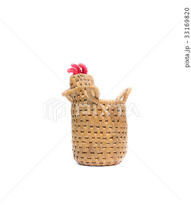 bamboo basket knit a chicken on white backgroundの写真素材 [33169820] - PIXTA