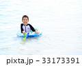 海水浴を楽しむ子ども 33173391