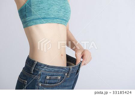 ダイエットした女性 くびれ 33185424