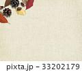 背景-秋-落ち葉-木の実 33202179