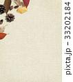背景-秋-落ち葉-木の実 33202184