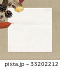 背景-秋-落ち葉-木の実 33202212