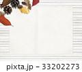 背景-秋-落ち葉-木の実 33202273