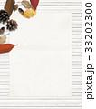 背景-秋-落ち葉-木の実 33202300