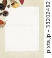 背景-秋-落ち葉-木の実 33202482