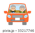 自動車を運転するシニア夫婦 33217746