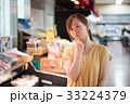買い物 スーパー 女性の写真 33224379