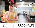 買い物 スーパー 女性の写真 33224383