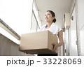人物 女性 荷物の写真 33228069