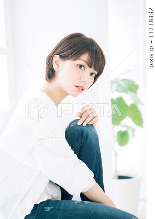 若い女性のヘアスタイルイメージ  33238332