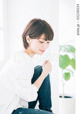 若い女性のヘアスタイルイメージ  33238334
