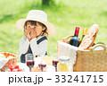 ピクニックをする女の子 33241715