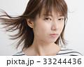 不機嫌な女性 表情 顔 33244436