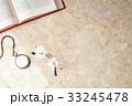 メガネと懐中時計 33245478