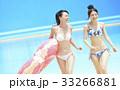 プール リゾート ビキニ 浮き輪を持つ女性 33266881