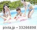 プール リゾート ビキニ 浮き輪 女性 33266898
