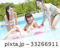 プール リゾート ビキニ 浮き輪 女性 33266911