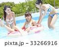 プール リゾート ビキニ 浮き輪 女性 33266916