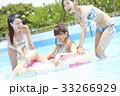 プール リゾート ビキニ 浮き輪 女性 33266929