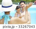 プールで遊ぶ親子 33267043
